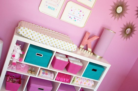 Love the organization in this pink and gold nursery! #nursery