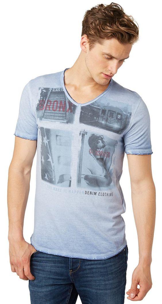 T-Shirt mit Print im Used-Look für Männer (unifarben mit Print, kurzärmlig mit V-Ausschnitt) aus Jersey gefertigt, mit leichter Auswaschung für den Used-Look, offener Saum an allen Blenden, Foto-Print vorne. Material: 100 % Baumwolle...