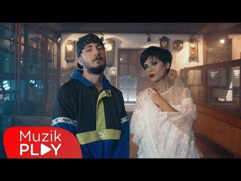 Sehabe Aydilge Bir Ayda Unutursun Official Video Youtube 2021 Muzik Videolar Youtube