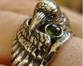 Rabe Silberring mit Grüner Turmalin-Begleiter - geformte Doppelring in Sterling Silber mit Patina - schwarze Raben