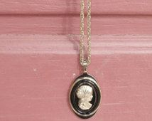 Vintage 1960s Avon Cameo necklace