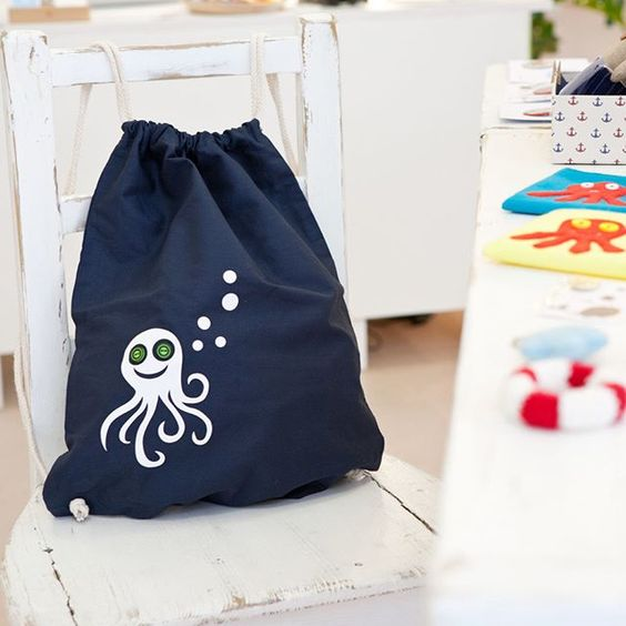 We just love the funny button-jellyfish-bag from luftlinie! #die_buntique…