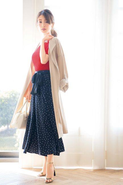 ドットのスカートの泉里香さん