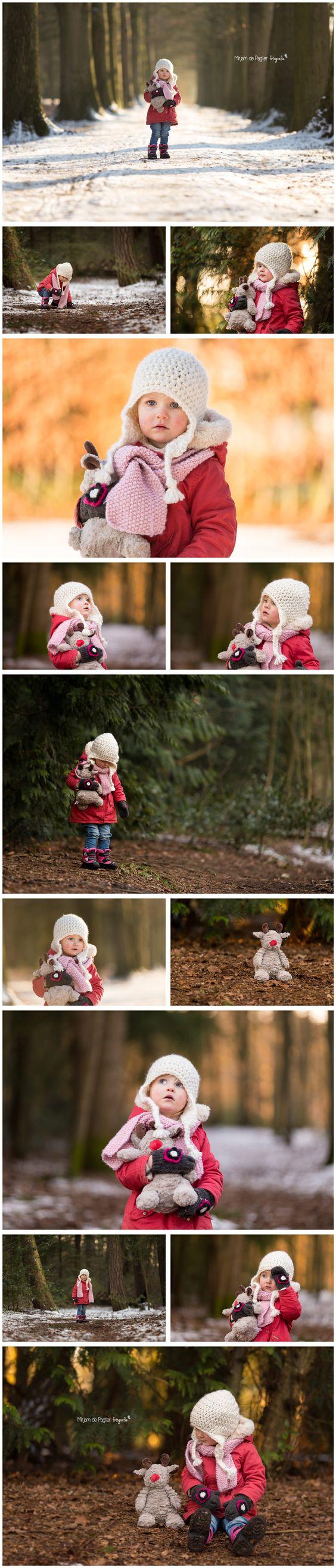 Winterse peuter fotoshoot in het bos ♡   http://mirjamdepagter.nl/fotoshoots-blog/peuter-in-het-winterbos/   Mirjam de Pagter Fotografie #kinderfotografie #peuter #winter #bos