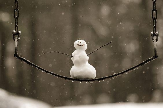 Schneemännchen auf der Schaukel: