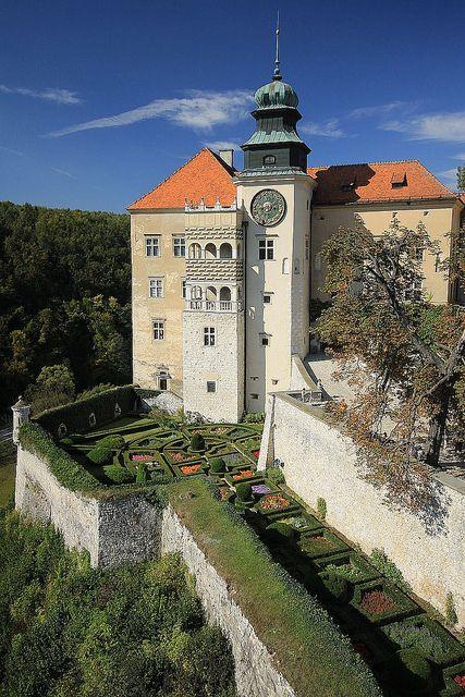 Zamek w Pieskowej Skale / Pieskowa Skala Castle, Poland by PolandMFA, via Flickr
