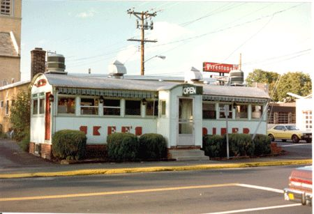 Skee's Diner in Torrington CT.It was moved to Torrington from Old Saybrook in 1944. The DINER was added to the register of Historic Places on Sept. 6th, 2002 due to its architectural and cultural significance.