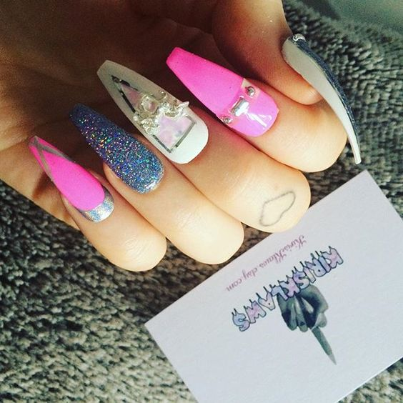 #nailart #etsyshop #pinknails #glitternails #irridecent