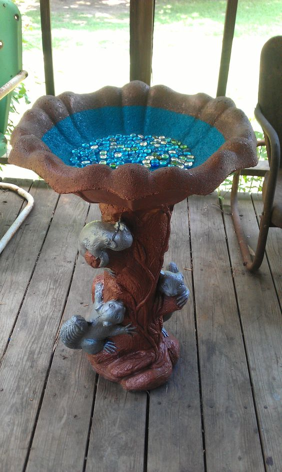 Paint that old concrete bird bath mosaic bird baths for Making a concrete birdbath