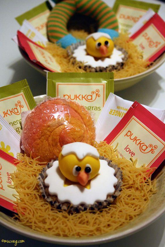 Ich selbst verschenkte vegane Küken-Cupcakes im Nest - zusammen mit Tee bzw Badekugeln von Lush