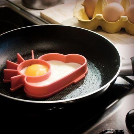 Fritador de ovo em formato de Sol.