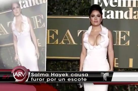 Salma Hayek Causa Furor Con Explosivo Escote #Video