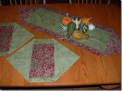 Runners table runners and tables on pinterest for 10 minute table runner placemats
