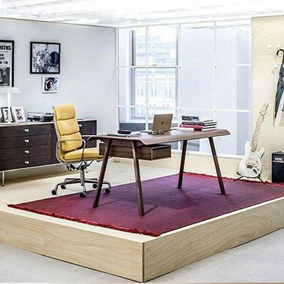 """#Eames soft pad chair """"A ideia era criar uma mesa que fosse linda com algo a mais. Que torna o ambiente um pouco mais especial."""" Todd Bracher"""