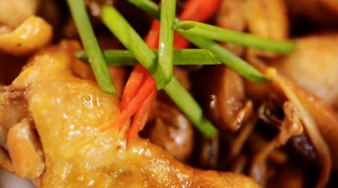 How to make juicy chicken even better with a tasty gravy.
