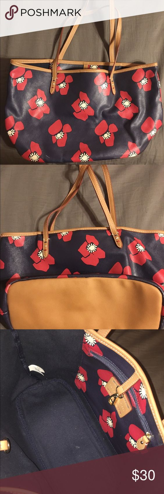 Floral Tommy Hilfiger bag! Floral Tommy Hilfiger bag! Has been worn! No signs of wear and tear! NO TRADES! Bags Shoulder Bags