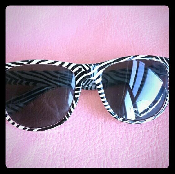 Fashion Sunglasses These black and white sunnies are a great addition to any wardrobe!    *UV400 Protected lenses Accessories Sunglasses