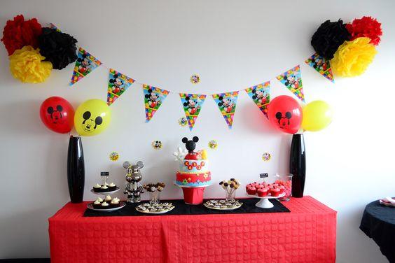 D coration anniversaire mickey rouge noir et jaune id e for Decoration mickey chambre
