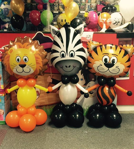 Call in and see our #Safari family at the #balloon bar, ideal for kids parties or for the big kids 😋😋#balloon #fun #parties: