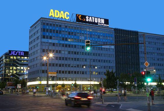 ADAC Autovermietung: Die Gelben Engel sind jetzt auch am Fuße des Berliner Fernsehturms zu finden - Weitere Informationen: http://www.pr4you.de/pressemitteilungen.html | http://www.adac.de | http://www.adac.de/autovermietung | http://www.pr4you.de | http://www.pr-agentur-automotive.de