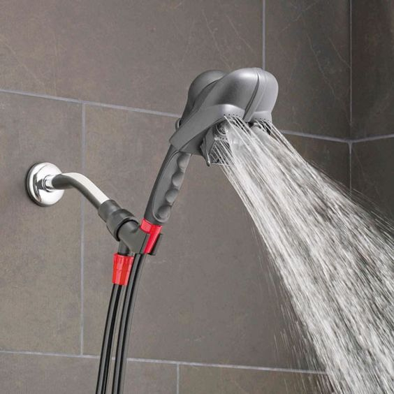 As you Sith and splash with Lord Vader, feel the power of three spray settings.