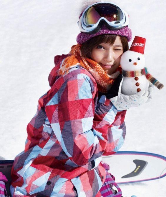 雪だるまを持つ本田翼