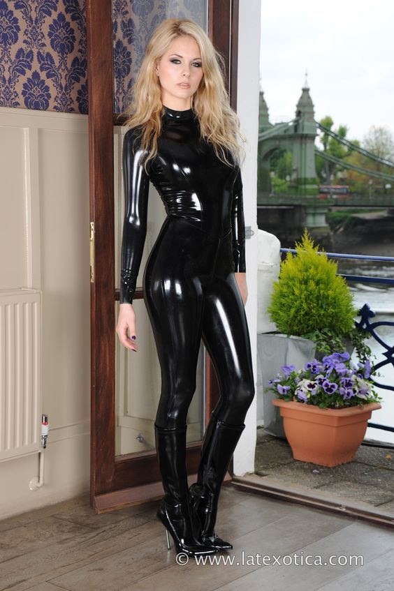 ] Black Sexy Babe In Shiny Catsuit