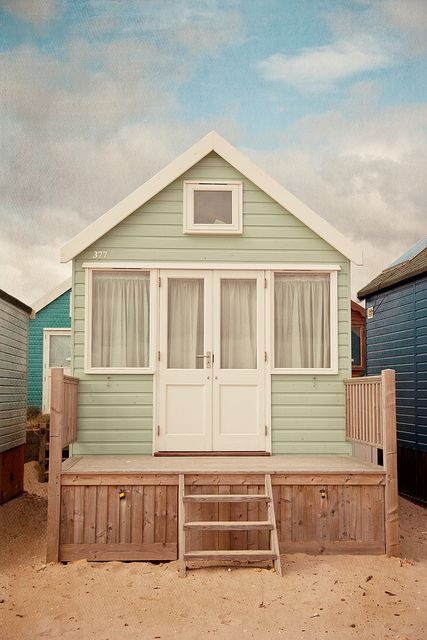 Que casinha mais linda. Tudo o que eu gostaria. Uma casinha assim na praia.