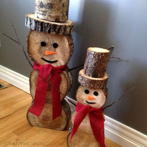 Cheeky Christmas Snowmen made from wood slices - these could be used as an indoor our outdoor decoration!