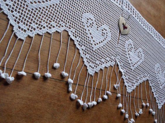 voilage dentelle au crochet d 39 art la farandole des coeurs textiles art et crochet. Black Bedroom Furniture Sets. Home Design Ideas