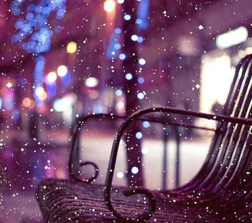 s'asseoir sur un banc et se laisser recouvrir de la neige doucement