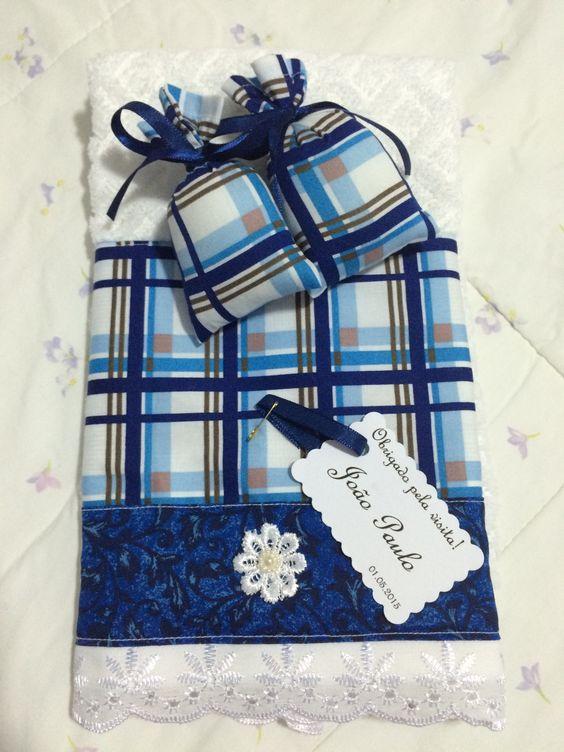 Toalhas de mão e sachês perfumados com cartãozinho personalizado. Maiores informações no email: panoemarte@panoemarte.com.br Entregas em todo Brasil.