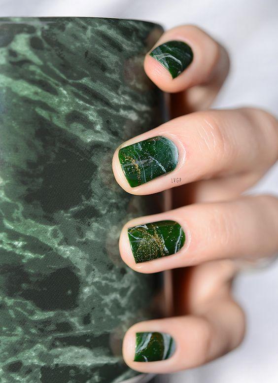 Nails like green marble