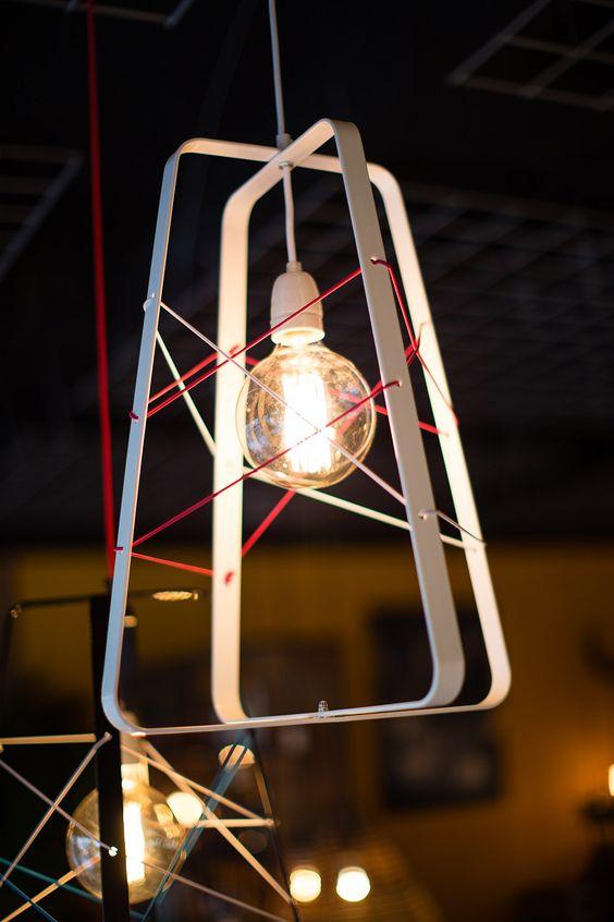 NO.31 by Studio Hamerhaai, verkrijgbaar in zwart en wit, als hang- of tafellamp