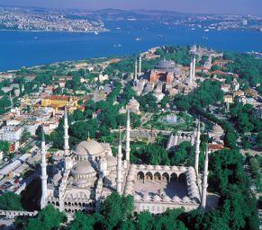 Estambul, la dualidad hecha ciudad, demasiado occidental para considerarse asiática y demasiado asiática para ser plenamente europea, una mezcla tan interesante que será un imán para cualquiera que la visite...¿quieres tener una primera aproximación a ella?.