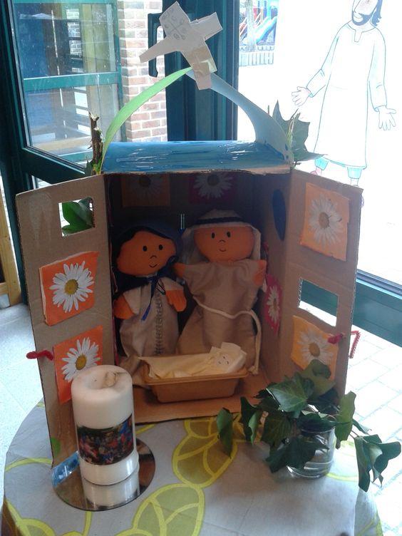 een huisje (kappelletje) voor Jozef, Maria en Jezus in de godsdiensthoek