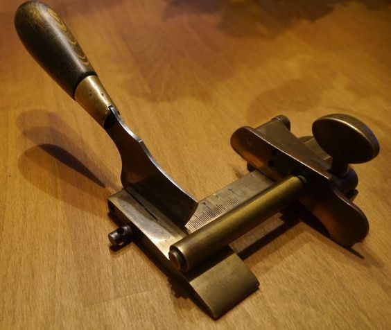 Antigua cuchilla mecánica de talabartero, guarnicionero, marroquinero. Herramienta de coleccion. estalcon@gmail.com  ========== VENDIDO ======  ===========  SOLD   =======