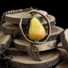 Collier poire angelica couleur-lavande bijoux gourmands fantaisie polymère fimo cernit sculpey