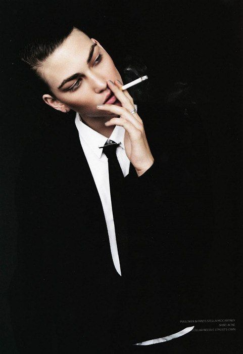 かっこよくタバコを吸う