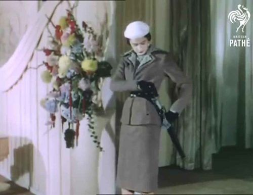 4-1950s-british-fashion-show-in-color-1951-digby-morton-suit