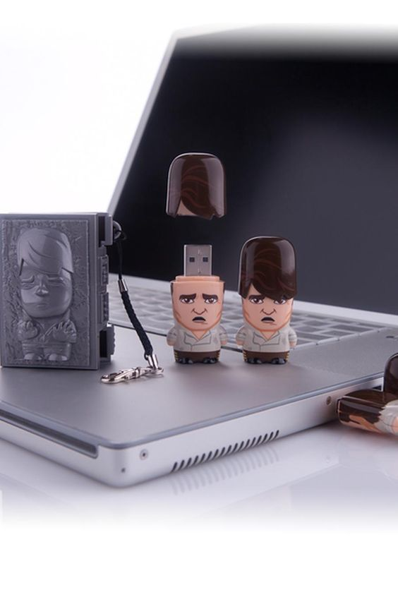 Han in Carbonite USB Flash Drive 4GB with Carrying Case