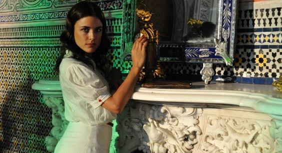El vestuario de la serie de televisión El tiempo entre costuras: fotos y looks de Adriana Ugarte y de la serie basada en la vida y aventuras de un...