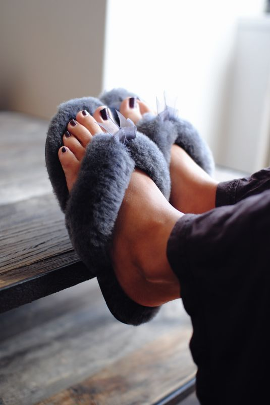 UGG Australia's sheepskin flip flop for women - the #Fluff Flip Flop II #Fall. I may never take these off!