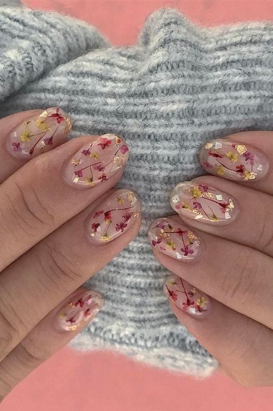 Dried Flower Nails Are the Trend For People Who Just Can't Quit Summer