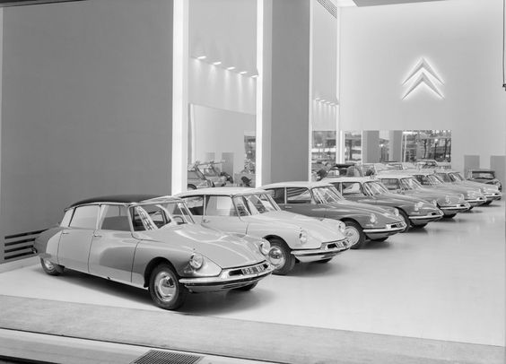 1959 – Citroen DS Showroom