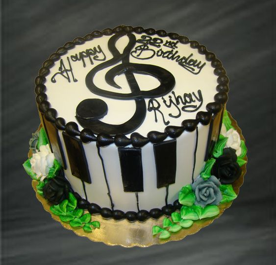 Music Notes and Piano Keyboard Layer Cake Cake Decorating Ideas