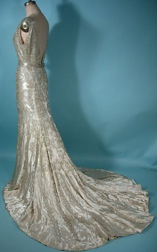 The turn of the decade saw gowns become more feminine and slimming ...