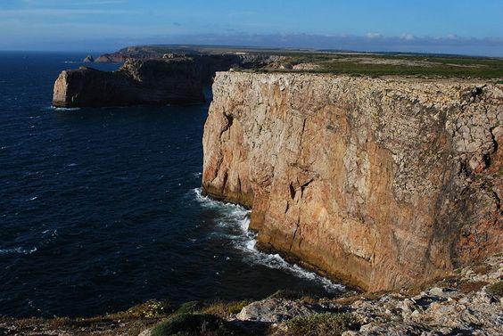 File:Falésias no Cabo de São Vicente (2).jpg