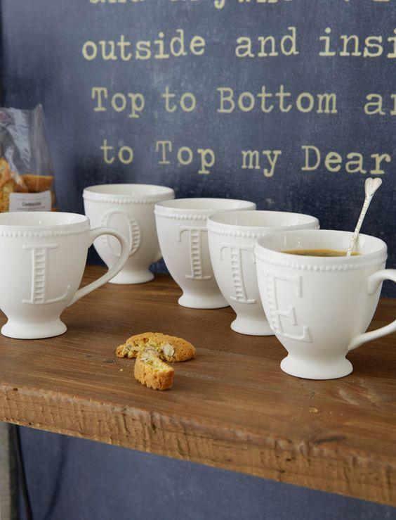 Jeder bekommt eine...die Tassen mit Monogramm sind ein prima Geschenk für die beste Freundin. Sie sind aussen matt weiß und wirken daher wie altes edles Porzellan.- MISS ETOILE CAR möbel