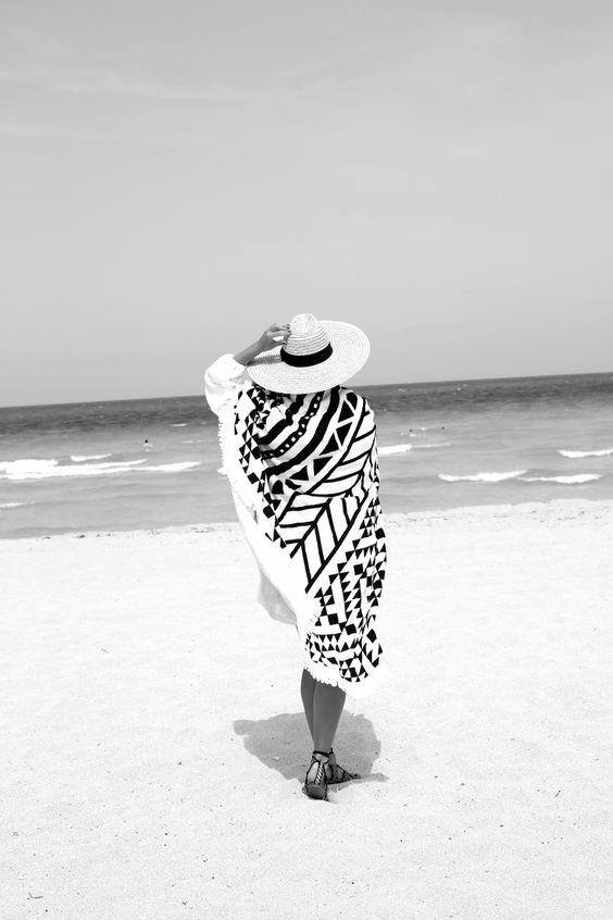 A NEW CHAPTER | Fiona from thedashingrider.com wears The Beach People Roundie and a Hat from Asos #whatiwore #petite #petiteblogger